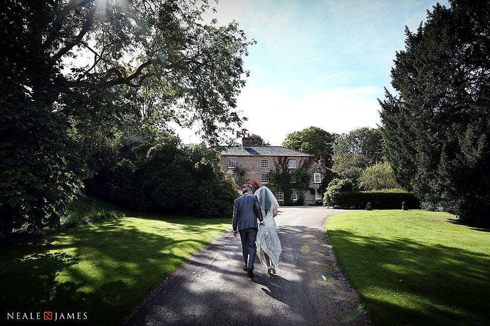 Picture of bridal couple at Combe Manor near Hungerford