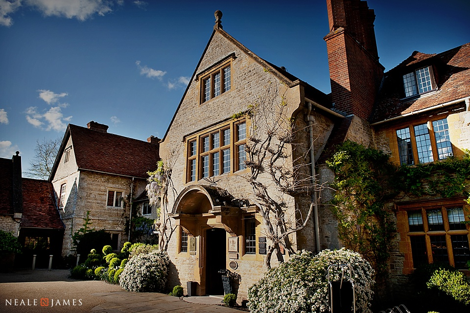 Colour photograph of the front of Le Manoir Aux Quat Saisons near Oxford